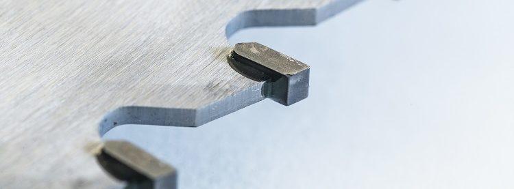 Optimierung von Zerspanwerkzeugen durch den Einsatz der Klebtechnologie