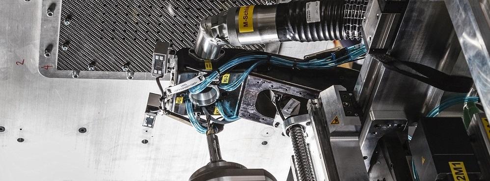 End-Effektor für roboterbasiertes Bohren und Nieten